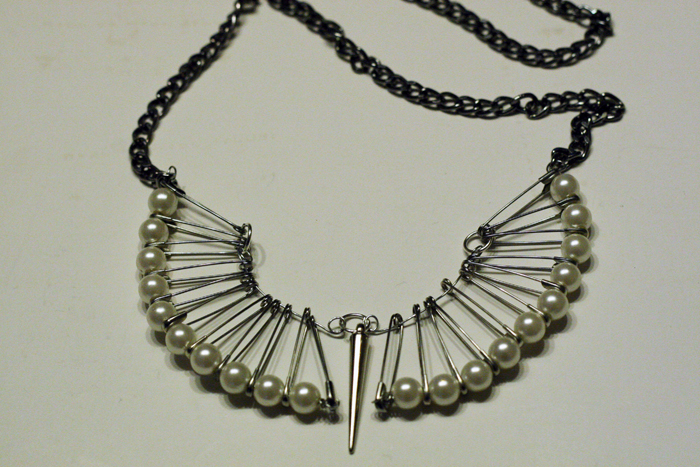 DIY Safety pin necklace, safety pin diy