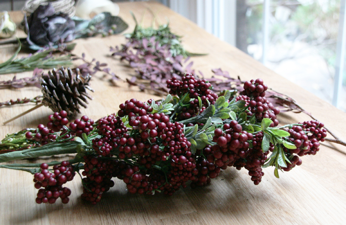 DIY holiday wreath details