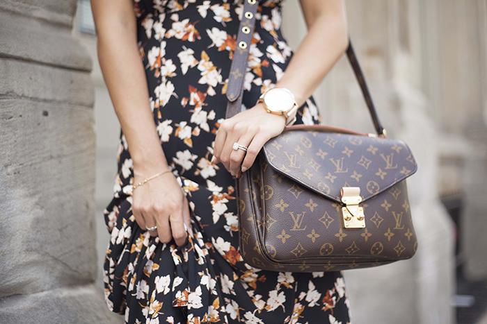 Louis Vuitton Pochette Metis Purse